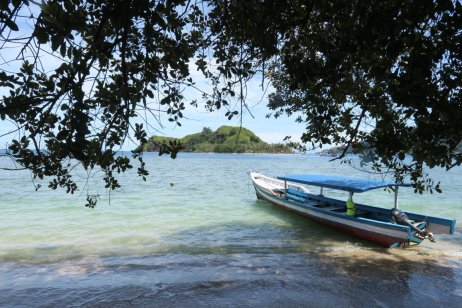 the boat between the iland and the village